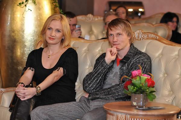 Кристина Гусина, дизайнер и жена футболиста Андрея Гусина, поздавляет с Новым годом 2013