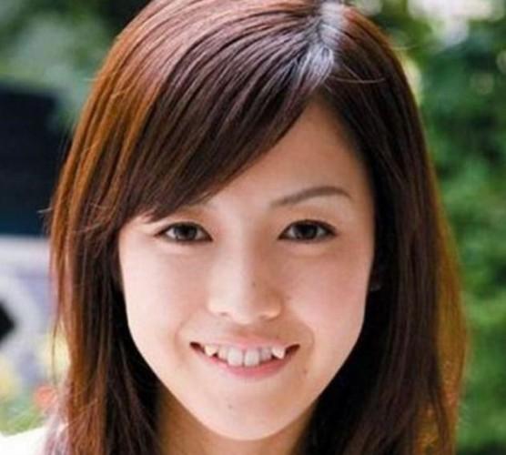 Японские женщины повально хотят иметь несовершенные улыбки