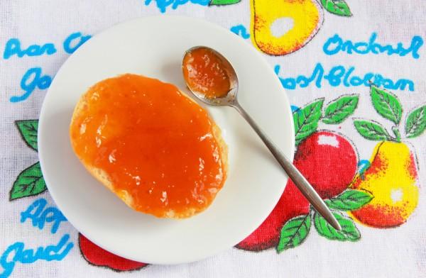 Из абрикосов готовят вкусный джем