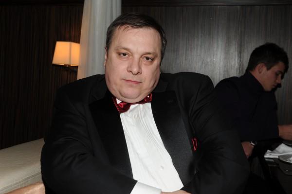 Андрей Разин покусал оператора на съемках программы