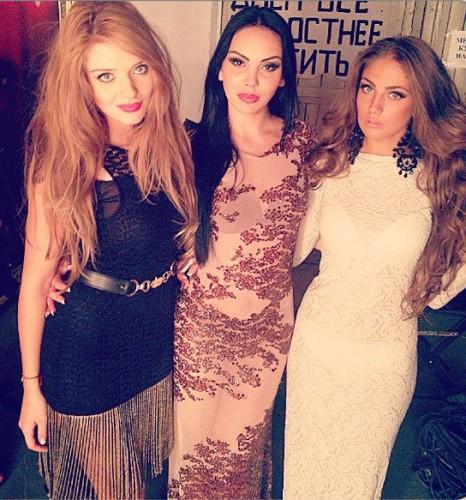 Джанет на шоу Хочу в ВИА Гру (слева): ей пришлось покинуть проект ради конкурса Мисс Вселенная 2013