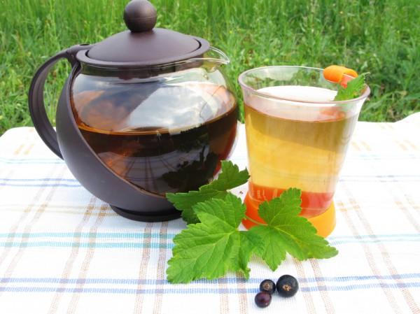 Рецепт                  Травяной чай из листьев черной смородины