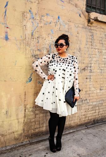 Черно-белое платье-туника отлично впишется в гардероб