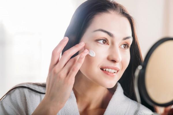 Агрессивный макияж вредит коже