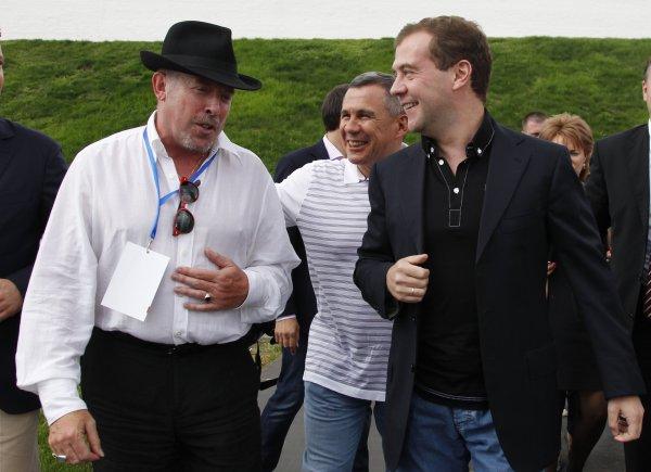 Медведев с президентом рок-фестиваля Сотворение мира - Андреем Макаревичем