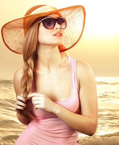 Солнце и сухой воздух негативно влияют на наши волосы