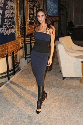 Виктория Бекхэм в наряде из собственной коллекции весна-лето 2012