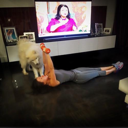 Дубцова занимается спортом дома