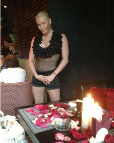 Анастасия Волочкова в ресторане