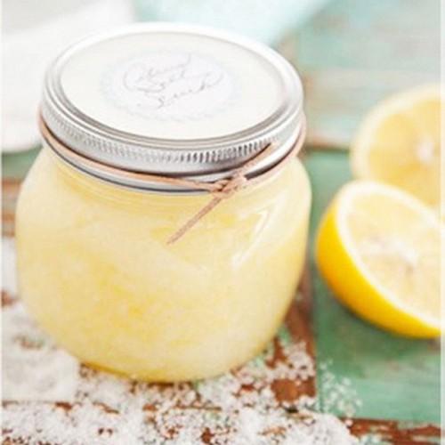 Скраб для сухой кожи из лимонного сока, сахара и меда