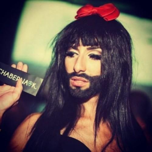 samiy-izvestniy-transvestit-pevitsa