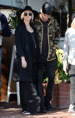 Американские актеры Эшли Симпсон с мужем Эваном Росс