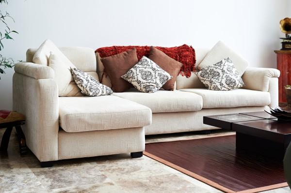 Декоративные подушки в интерьере: Стильный аксессуар
