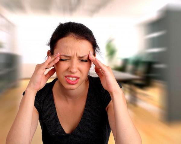 Если у тебя головная боль, попробуй облегчить ее при помощи массажа
