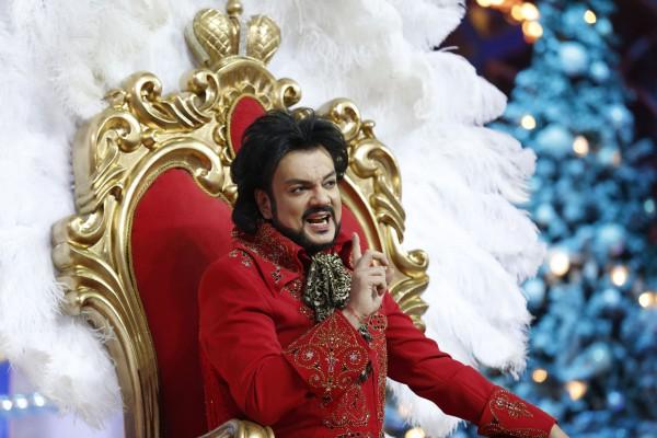 Филипп Киркоров привез на Голубой огонек красный трон и тигра
