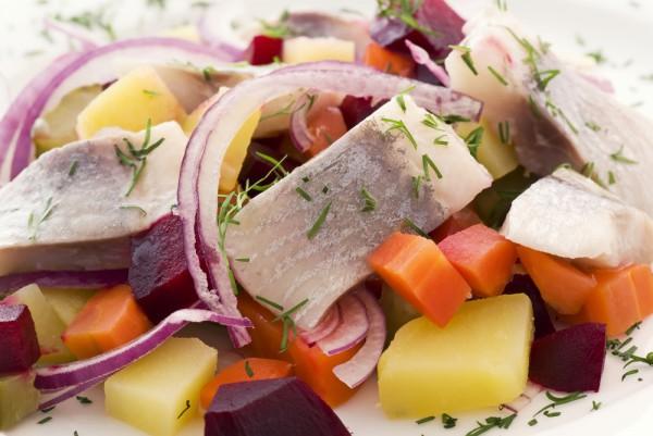 Зимний салат из сельди
