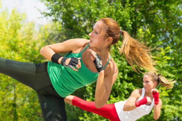 Летом можно тренироваться в парках и на стадионах