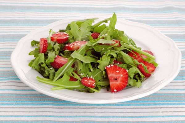 Рецепт                  Салат из клубники и рукколы