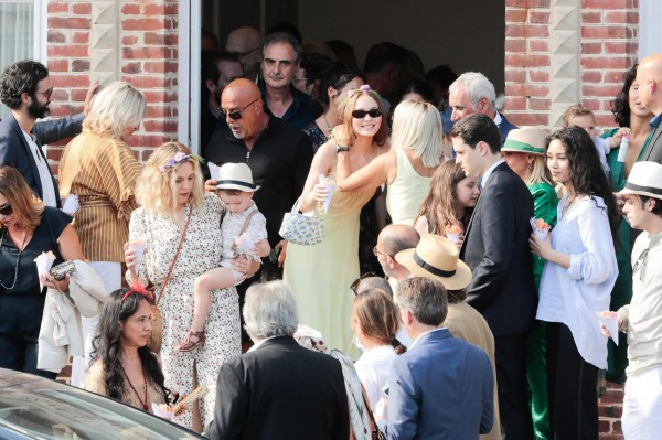 Лили-Роуз Депп присутствовала на свадьбе матери