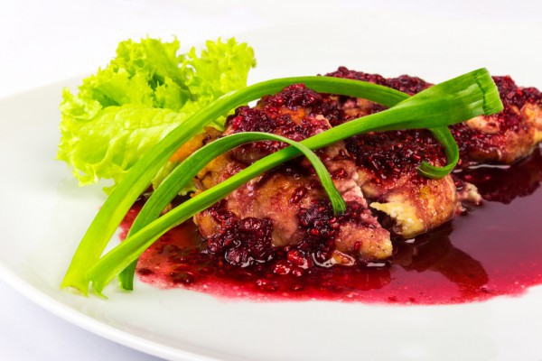 """Паровые """"Рафаэлки"""" с фруктовым соусом – кулинарный рецепт"""