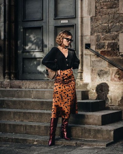 Привет из 90: Как носить шелковую юбку в 2019