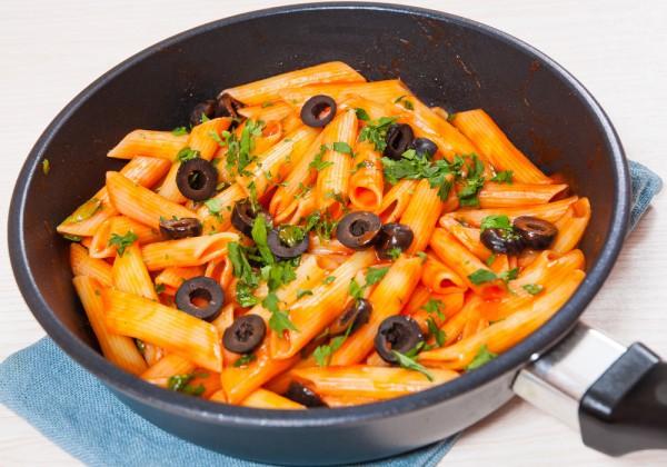Постные макароны с томатным соусом