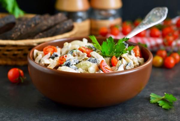 Куриный салат с майонезом