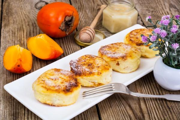 Осенний завтрак: сырники с хурмой