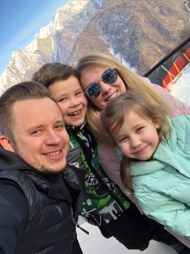 Артем Гагарин с семьёй фото