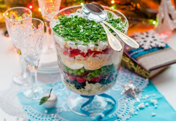 Слоеный салат на Новый год 2016