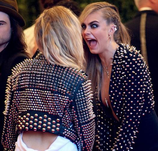 Кара поцеловала Сиенну, чтобы отвлечь внимание от скандала с наркотиками
