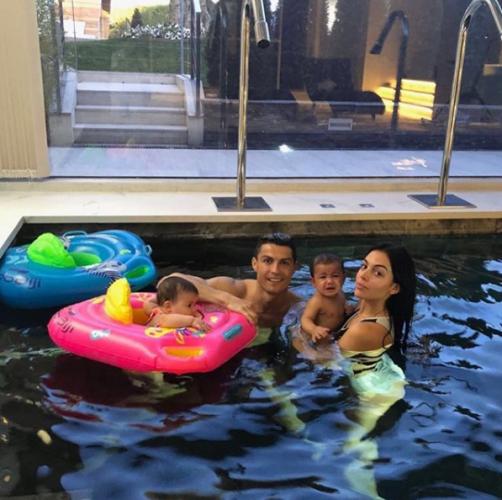Роналду с семьёй фото
