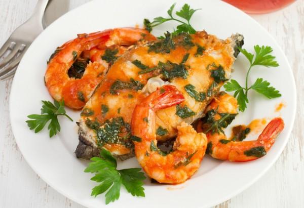 Рецепт                  Рыба в томатном соусе с креветками