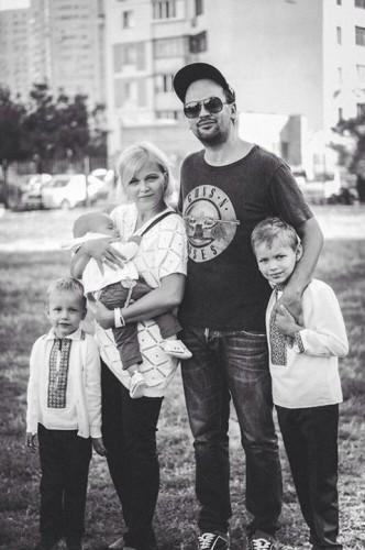 Олег Бондарчук с семьей