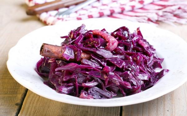 Салат из красной капусты с корицей
