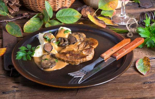 Блюда на 14 февраля: стейк с грибами