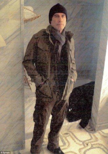 Джон Траволта во время примерки костюмов для своего нового фильма Сезон убийств