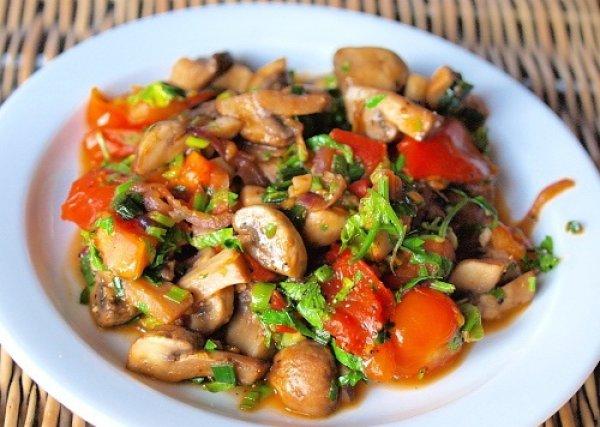 Рецепт                  Теплый грибной салат с помидорами