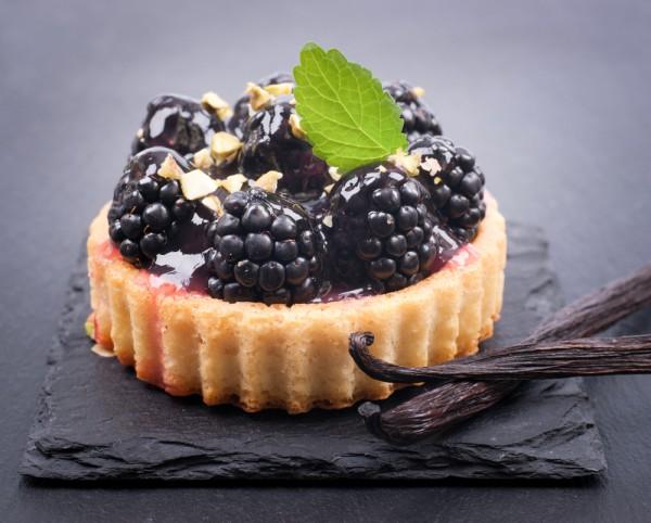 Из ежевики можно приготовить много вкусных десертов
