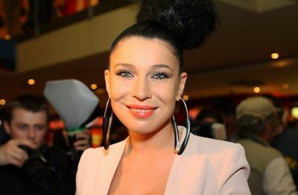 Певица Елка шокировала всех вторым подбородком