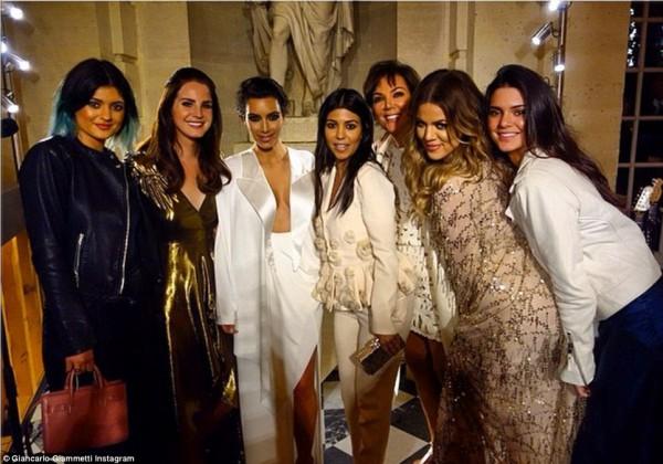 Ким Кардашян с подружками