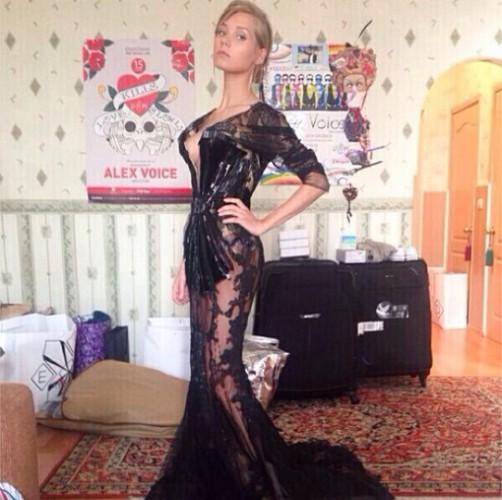 Кристиан Асмус показала фото в прозрачном платье