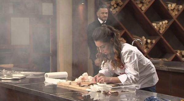МастерШеф 6 сезон 33 выпуск: участники готовили под пристальным вниманием Эктора