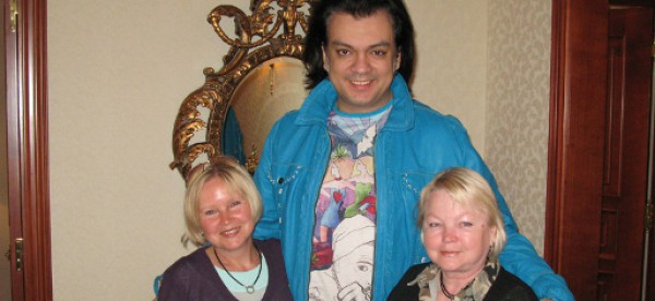 Дизайнеры Наталья Соболева и Людмила Вронская со своим звездным клиентом Филиппом Киркоровым