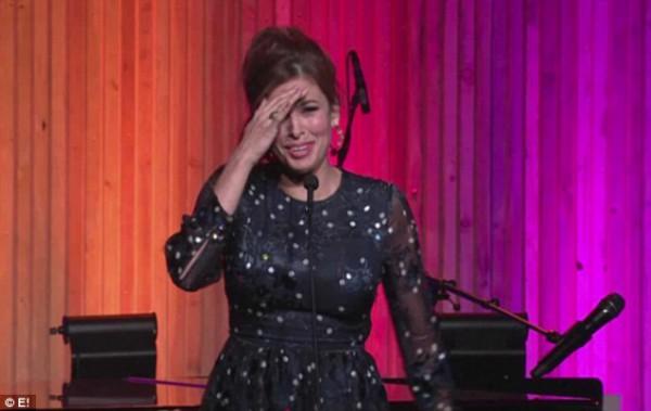 Ева Мендес покраснела, когда говорила свою речь и извинилась перед гостями