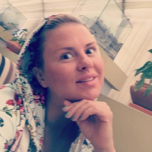 Анна Семенович показала фото без макияжа