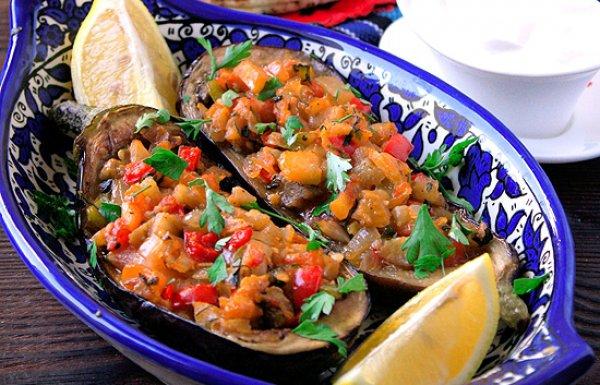 Рецепт                  Баклажаны, фаршированные овощами