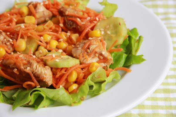 Салат на 8 марта из курицы и овощей