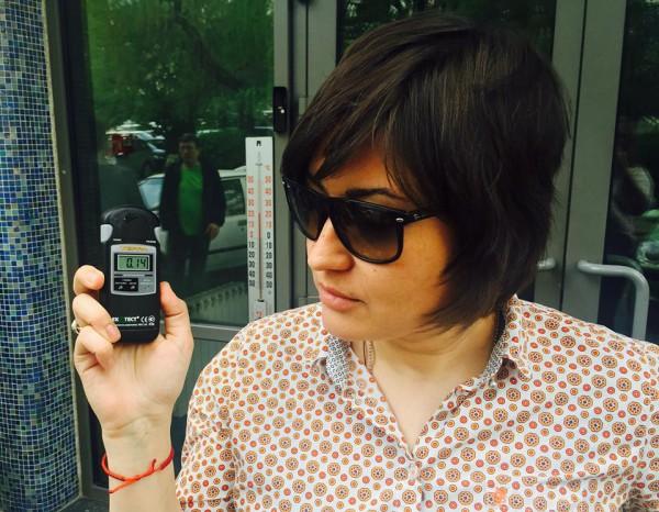 Анна Жижа измеряет фон