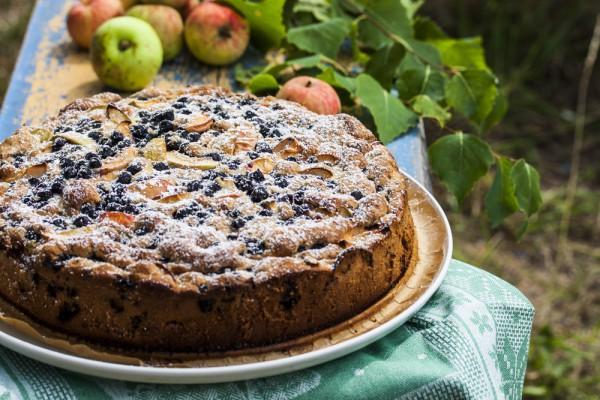 Яблочный пирог с черникой